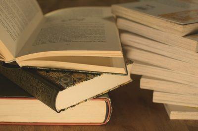 Jak zarobić kilka groszy na starych książkach?